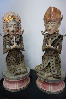 Bridal couple made of Chinese coins kèpèng – Bali – Indonesia
