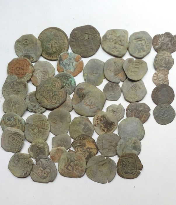 Spanish Empire - Lot of 40 coppers and 5 billons