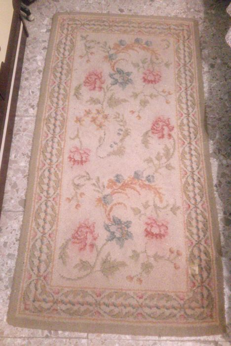 Classic design bedroom rug, 3 pieces of wool and cotton Measurements:  68.5 x 179 x 2 and 68.5 x 279 x 1.