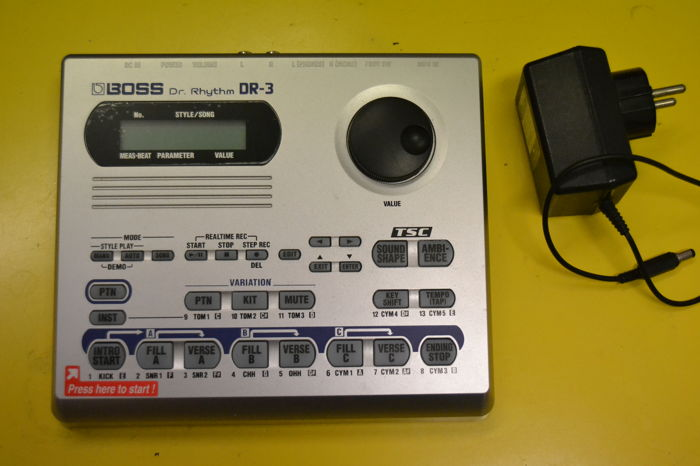 BOSS - DM3 - DR RHYTHM - DRUM MACHINE