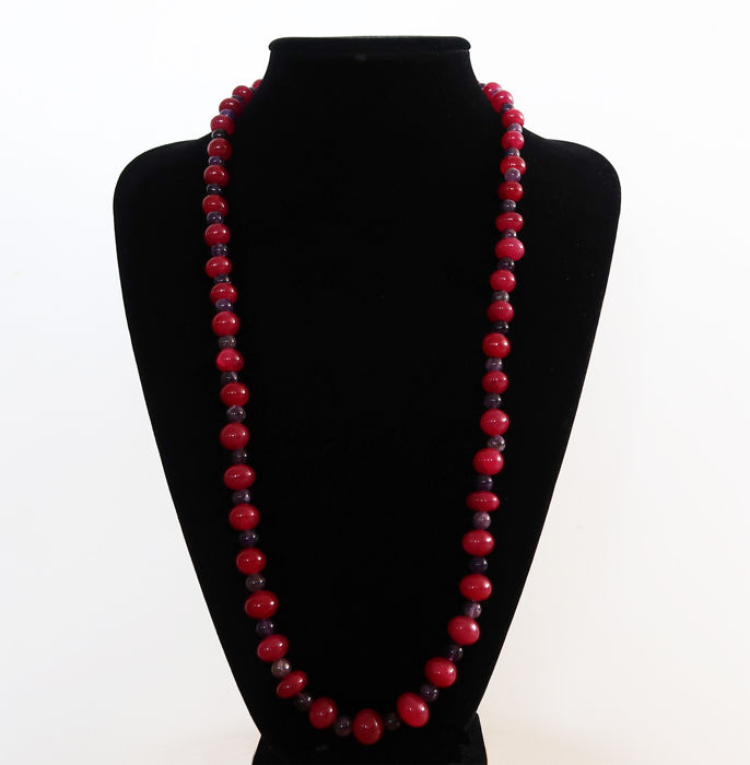 Long necklace in polished rubies and amethysts with 14kt gold clasp - 80.5 cm