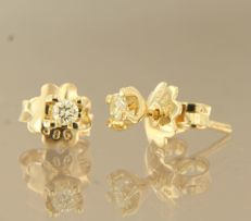 14 kt yellow gold solitaire ear studs with brilliant cut diamonds of approx. 0.14 ct in total - 3.2 mm x 3.7 mm