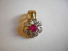 14 kt gold ruby and diamond pendant, height 15 mm
