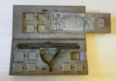 Coin scales with weights in wooden box - ca. 1750