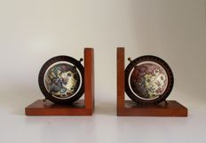 Book objects; Wooden bookends with globes with images from the 16th century - 2nd half 20th century
