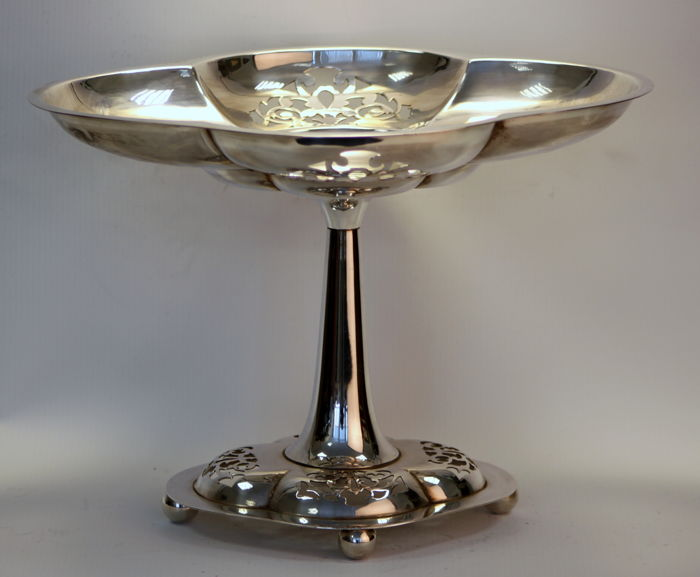 Vintage silver plate table centre piece / fruit dish, England Circa.1960's