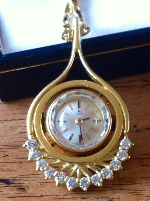 Remarkable 18 kt:  Gold item of jewellery with an 18 kt Ebel watch; the whole is set with 12 brilliants