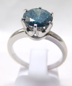 18 kt gold cocktail ring with Brilliant cut Diamond weighing 1.82 ct. (Fancy green-blue/Enhanced). IGE certificate