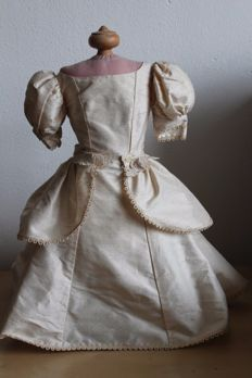 Mannequin for doll clothing
