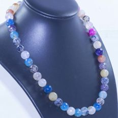 Faceted Agate Necklace with 18 kt Gold -- 45 cm