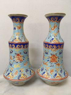 A set of 2 Porcelain Vases - China - late 20th century