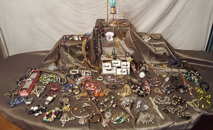 Large lot 150  pieces of jewelry and other collectibles.