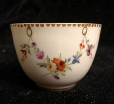 A 18th Century , MEISSEN , small bowl  / tea cup  , Circa 1760 , white porcelain , hand decorated with floral garlands and fine gold