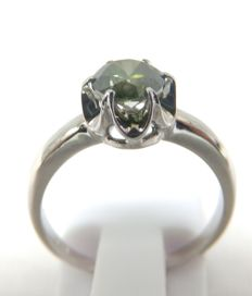 Cocktail ring in 18 kt gold with Brilliant cut Diamond weighing 0.83 ct (Fancy Green/SI2). IGE certificate.