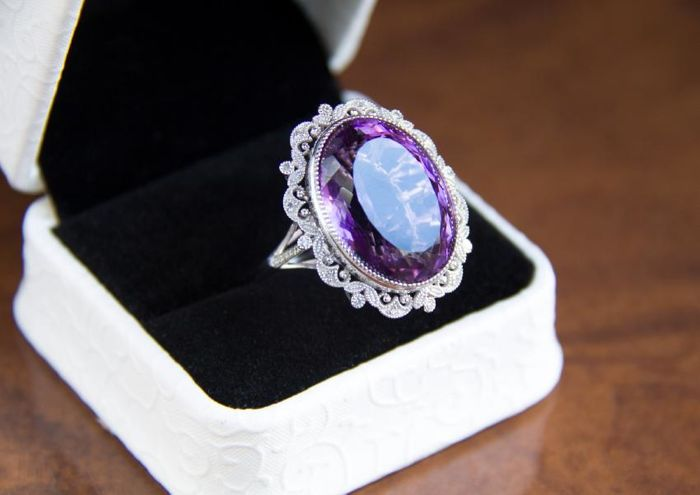 22 ct. amethyst gold ring with diamonds 0.21 ct.