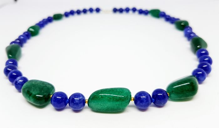 Necklace made of sapphire and emerald beads - 585 gold clasp - 55.5 cm - hand-knotted