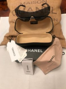 Chanel-A pair of Ladies wide rimless sunglasses.