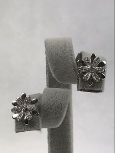 Earrings – 18 kt gold and diamonds for 0.20 ct - length: 1.3 cm