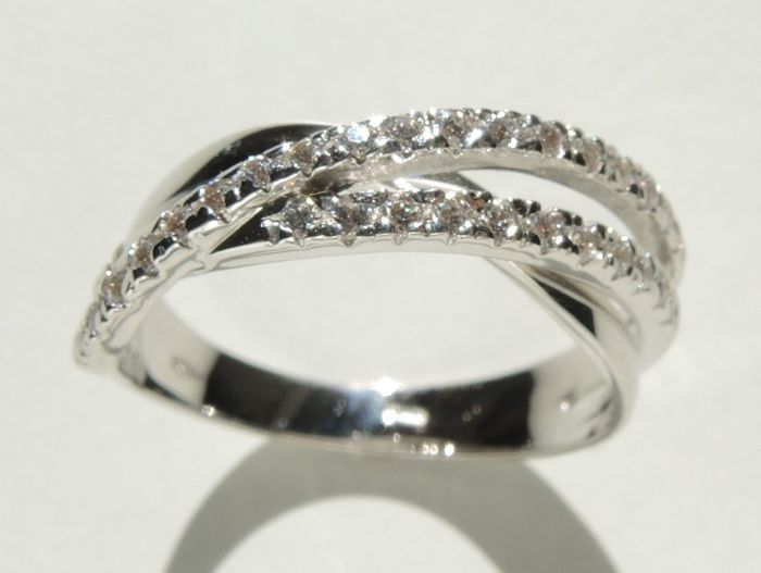 18kt white gold twisted ring with cubic zirconia – gr 4,40 – size 57