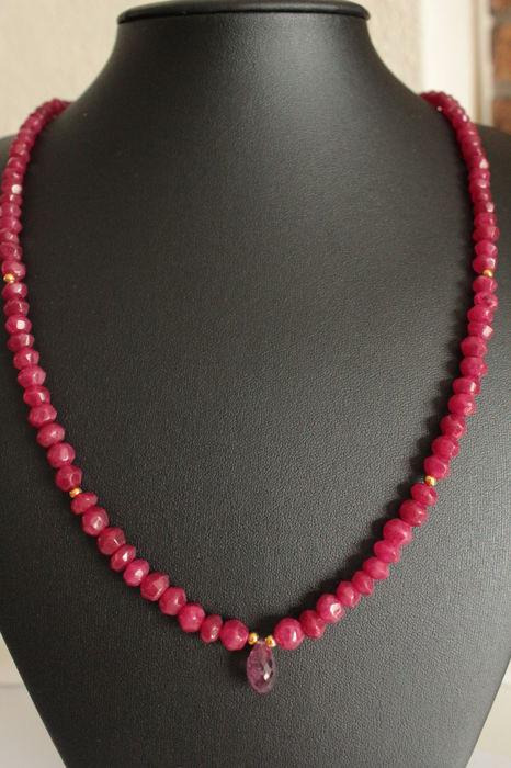 14 kt Gold necklace with natural rubies and briolette rubies - Length: 57 cm.