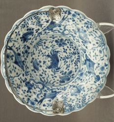 Contoured plate with crab and fish pattern - China - around 1700 (Kangxi period)