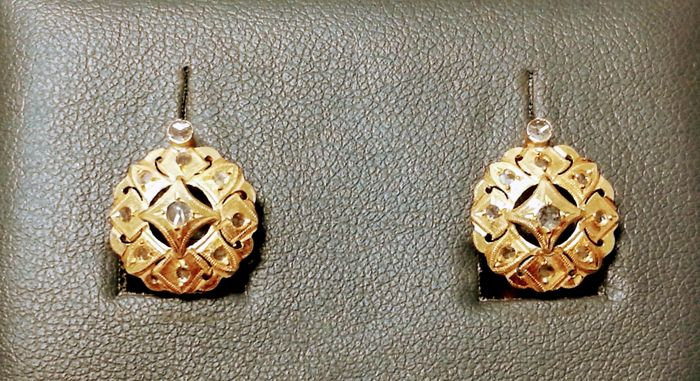 Gold earrings with white sapphires