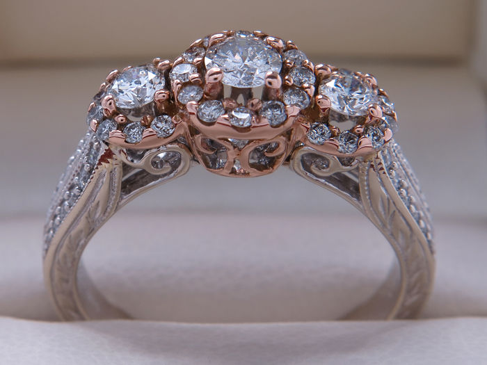 White gold diamond entourage ring, approx  1 00 ct / from Helzberg Diamonds  – Ring size: 18 58 mm **No Reserve Price** - Catawiki