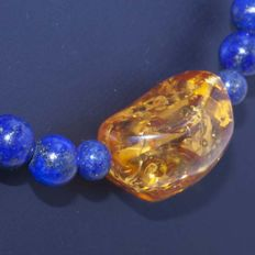 18 kt Gold and Lapis lazuli Necklace with amber centre - 49 cm