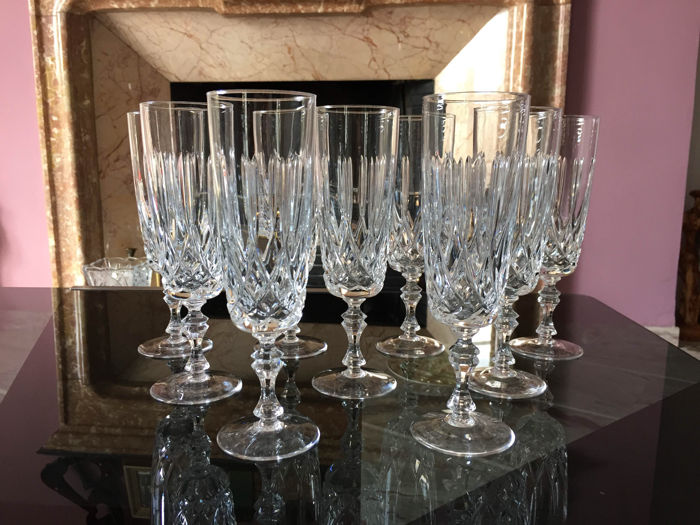 Lot of 9 champagne flutes in fine crystal