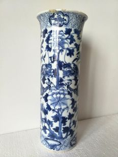 Scrollwork vase in straight shape with flared upper edge - China - 19th century.