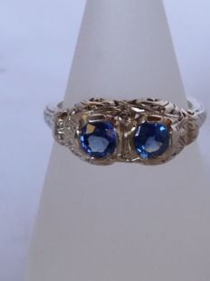 Ring with natural brilliant cut sapphires for 1 ct, light blue colour, clarity VS1