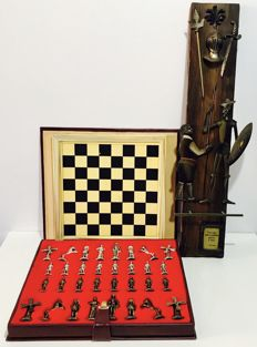 Quixote chess with bronze and wood decor.