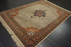 Beautiful handwoven Oriental carpet Sarouk Mir, 170 x 250 cm, Made in India at the end of the 20th century