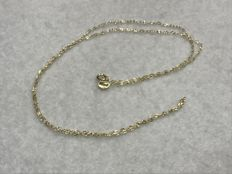 Yellow gold 18 kt/750 - Gold choker composed of cable-shaped links chain model - Length: 50 cm