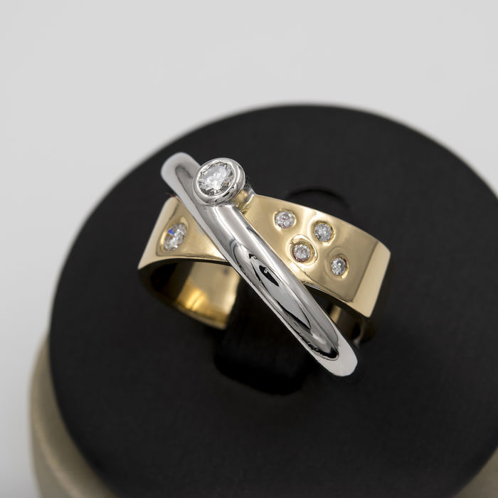 Two-tone ring - Brilliant cut diamonds of 0.50 ct in total - Ring size: 18 (SP)