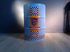 Oil barrel - Chair / seat with logos of among others Tag Heuer - Porsche - Gulf - 60 x 40 cm