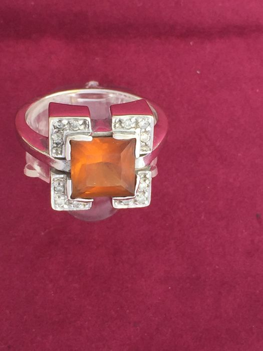 Ring in 18 kt white gold with 3.70 ct yellow topaz and 0.12 ct diamonds - Size 18