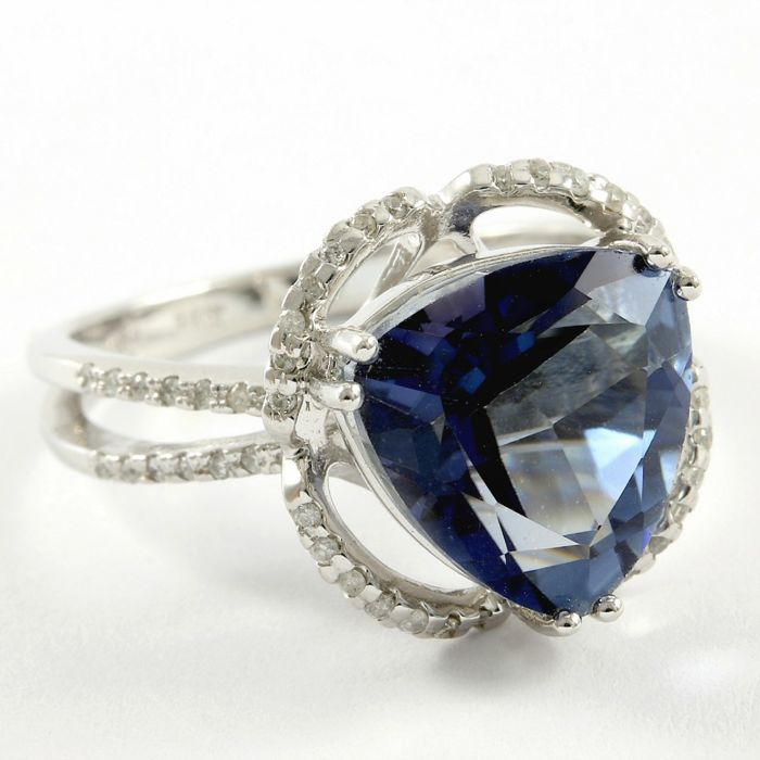 14k White Gold Ring 0.20 ct Diamonds & 4.00 ct Blue Topaz - size 7