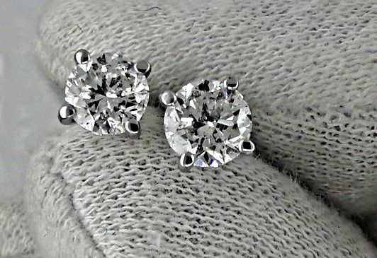 1.40 ct round diamond stud earrings 14 kt white gold
