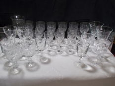 A lot of 32 pieces of glasses with different feet, crystal of France. Old and vintage.