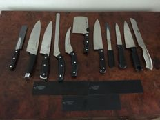 Set of 11 pieces stainless steel knives.
