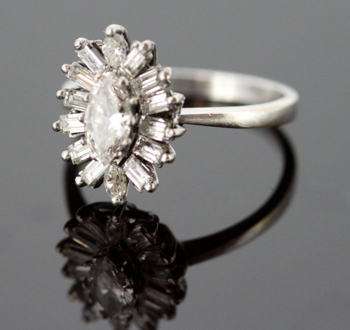 18K white gold ladies ring with diamonds 1.2 ct total
