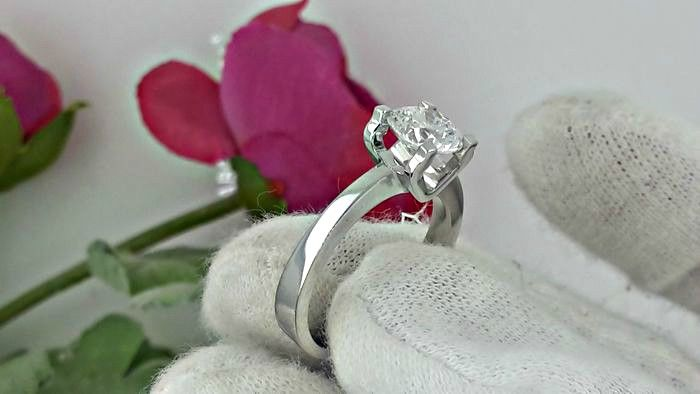 1.29 ct VS2 round diamond ring made of 18 kt white gold - size 6,5