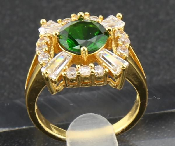 2.23 ct Diamond Ring and exquisite Emerald design - size: 8