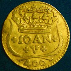 "Portugal – Pinto in Gold ""Coroa com 4 Arcos"" (4 Arch Crown) - 1718 – D. João V – Lisbon – 1st Date – Excellent – Very Above Average – AG: 84.01"