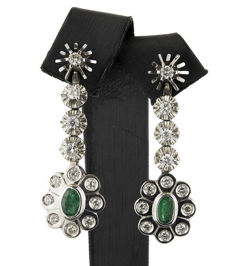 White gold earrings in dangle design with brilliant-cut diamonds and 2 emeralds