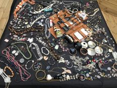 Hundreds of items Treasure chest clearance jewellery