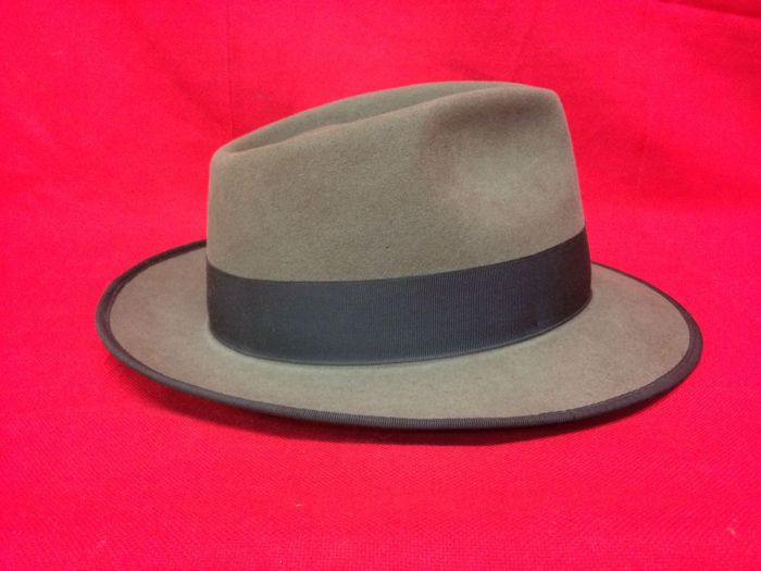 Royal Seston - American hat