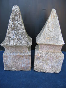 Pair of stone pyramids - Southern Italy -18th/19th century