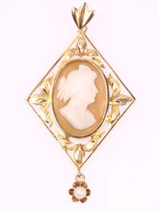 Romantic gold Art Nouveau pendant with a shell cameo - ca. 1910